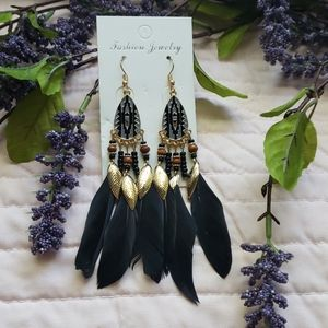 💎NEW💎faux feather gold tone drop earrings